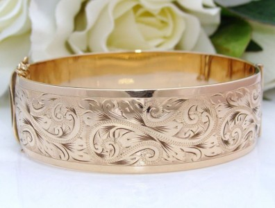 "52grams! Original Box HEAVY ""Antique"" Vintage 9ct Yellow Gold MC Engraved Bangle Bracelet QUALITY"