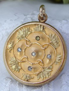 Antique Vintage Art Nouveau 12K 12ct Green & Yellow Gold Filled GF Repousse Locket