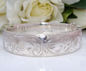 Antique Style Vintage 1978 Sterling Silver Engraved Design Bangle Bracelet ENGLISH